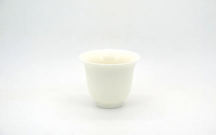 Λευκή πορσελάνινη κούπα