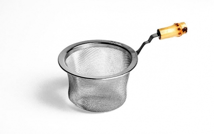 Stainless steel strainer with bamboo handle