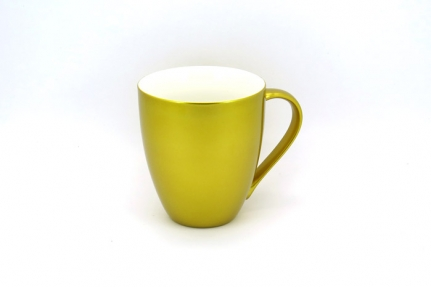 Large, 0,45L shiny-gold porcelain mug