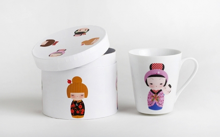Porcelain tea mug Geisha with baby