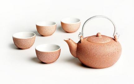 Ροζ κεραμική τσαγιέρα και 4 κούπες Cheng