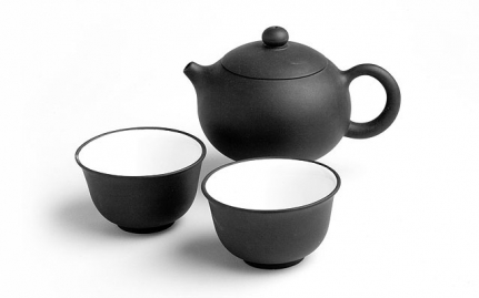 Yixing teapot with 2 cups Shao